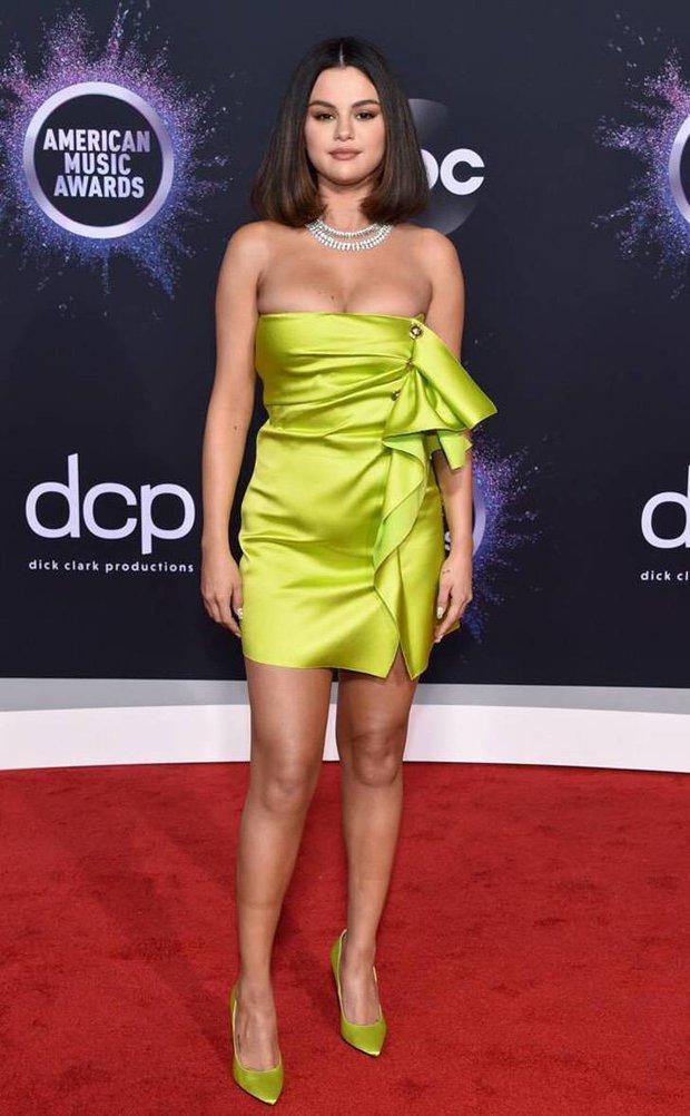 Ảnh hậu trường tiết lộ body thật của Selena Gomez hậu giảm cân: Sexy nuột nà, chiếm trọn spotlight là đôi chân dài miên man - Ảnh 5.