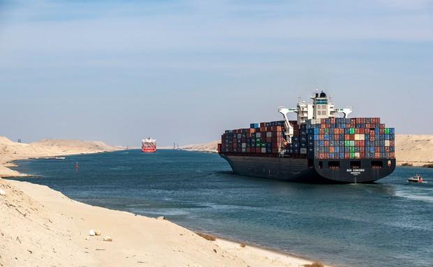 Dù đã giải cứu thành công nhưng vụ siêu tàu hàng mắc kẹt tại kênh đào Suez đã gây ra thiệt hại kinh khủng đến mức nào? - Ảnh 2.