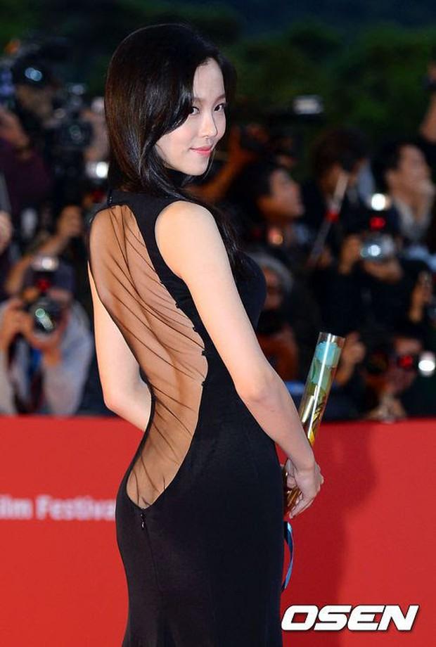 Màn hở bạo nhức mắt nhất Kbiz: Vòng 1 ác nữ Penthouse Kim So Yeon như nhảy ra ngoài, sao nữ vô danh cố tình vồ ếch khoe thân - Ảnh 8.