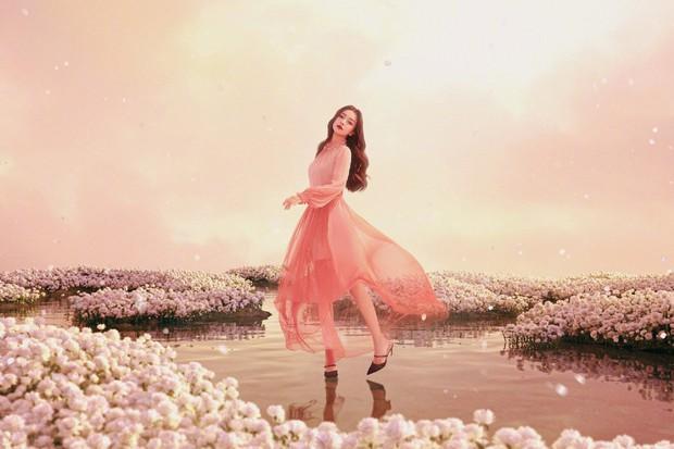 Bộ ảnh mới của Angela Baby bị chê toàn tập: Trang phục lạc quẻ, concept quê mùa, đại sứ Dior đây sao? - Ảnh 3.