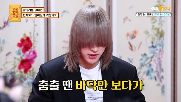Nam idol phải để kiểu tóc kín mắt suốt 1 năm chỉ để nhóm nhạc nổi tiếng, đến nay mới hé lộ nhan sắc thật ngỡ ngàng - Ảnh 2.