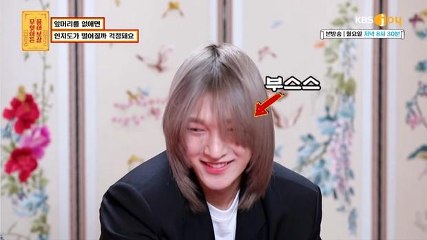 Nam idol phải để kiểu tóc kín mắt suốt 1 năm chỉ để nhóm nhạc nổi tiếng, đến nay mới hé lộ nhan sắc thật ngỡ ngàng - Ảnh 7.