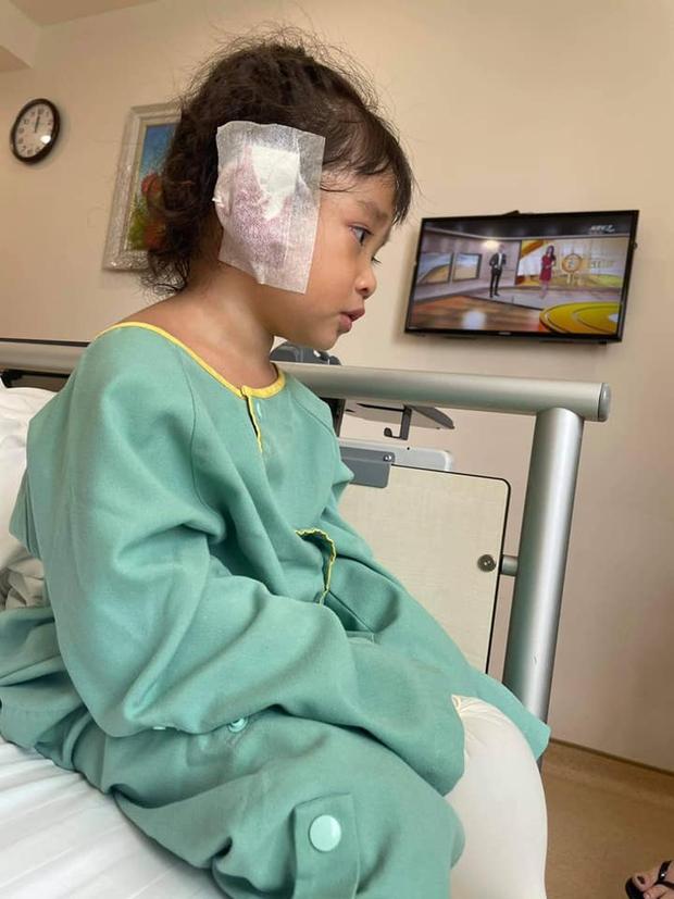 Con gái Lê Dương Bảo Lâm mới 3 tuổi đã phải thực hiện phẫu thuật, nguyên nhân khiến công chúng không khỏi thương xót - Ảnh 3.