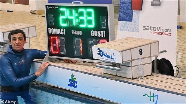 Bác thợ lặn nín thở dưới nước suốt 24 phút, ban giám khảo ngồi trên bờ sợ quá phải xác nhận kỷ lục Guinness thế giới luôn - Ảnh 4.