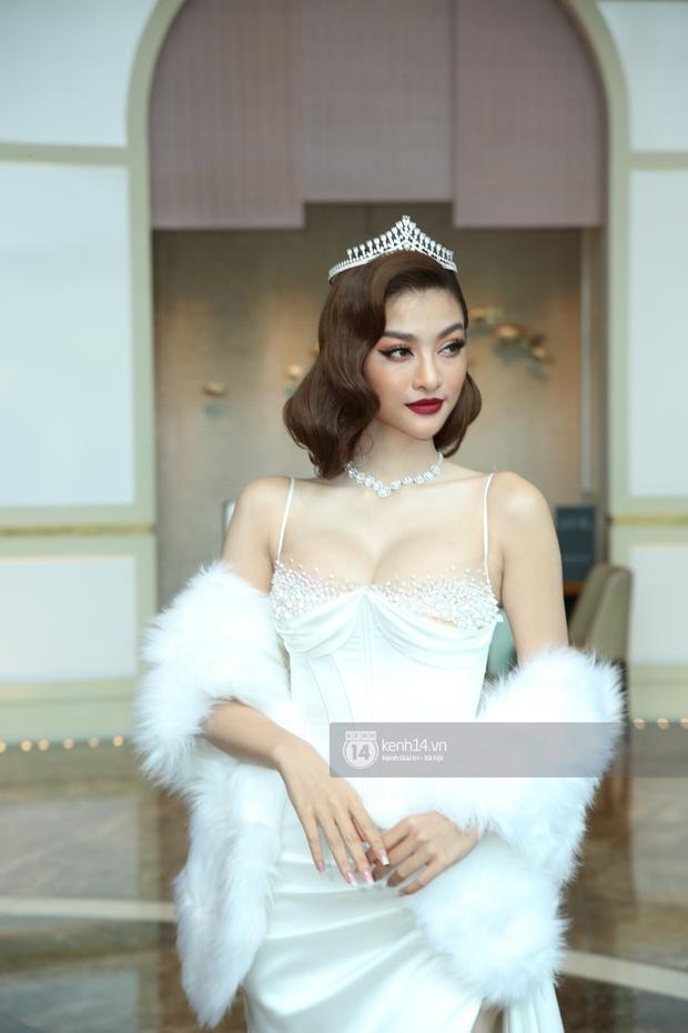 Thảm đỏ Miss World VN 2021: Đỗ Thị Hà lộ khuyết điểm, Lương Thùy Linh và dàn hậu chặt chém chưa nổi bằng bụng bầu của Tường San? - Ảnh 4.