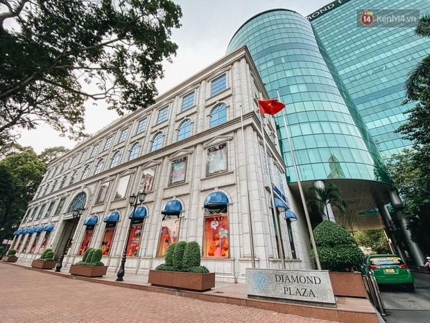 """Diamond Plaza - nơi các """"fashionista"""" tụ hội và chứa nhiều kỷ niệm của 8x, 9x đời đầu ở Sài Gòn hiện giờ ra sao? - Ảnh 1."""
