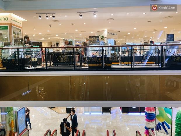 """Diamond Plaza - nơi các """"fashionista"""" tụ hội và chứa nhiều kỷ niệm của 8x, 9x đời đầu ở Sài Gòn hiện giờ ra sao? - Ảnh 14."""