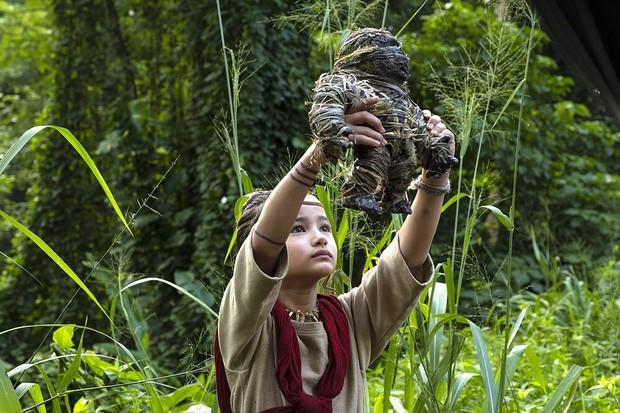 Sao nhí 9 tuổi gây nổ bom tấn Godzilla vs. Kong: Cô bé lai Hàn - Mỹ bị điếc, gia đình 4 đời khiếm thính và kỳ tích khiến thế giới trầm trồ - Ảnh 2.