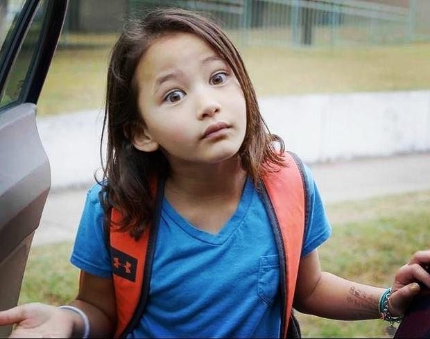 Sao nhí 9 tuổi gây nổ bom tấn Godzilla vs. Kong: Cô bé lai Hàn - Mỹ bị điếc, gia đình 4 đời khiếm thính và kỳ tích khiến thế giới trầm trồ - Ảnh 7.