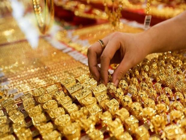 Giá vàng rơi thẳng đứng, giảm thấp nhất 6 tháng qua - Ảnh 1.