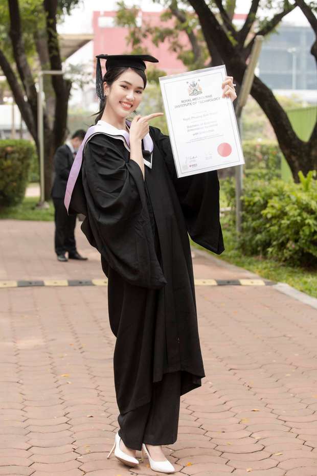 """Lễ tốt nghiệp """"tốn tiền"""" của Á hậu Phương Anh tại RMIT: Quy tắc ngầm về lễ phục, nhiều nghi thức rườm rà nhưng choáng nhất là đặc quyền không phải ai cũng có - Ảnh 5."""