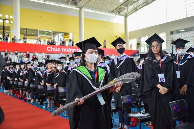"""Lễ tốt nghiệp """"tốn tiền"""" của Á hậu Phương Anh tại RMIT: Quy tắc ngầm về lễ phục, nhiều nghi thức rườm rà nhưng choáng nhất là đặc quyền không phải ai cũng có - Ảnh 6."""