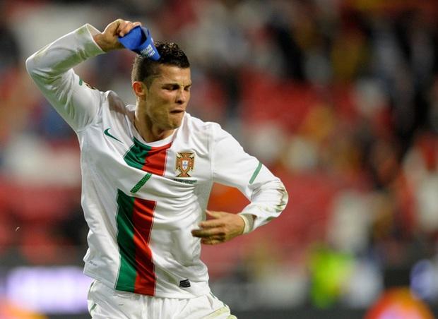 Ronaldo và những ngày thật dài theo đuổi kỳ tích - Ảnh 2.