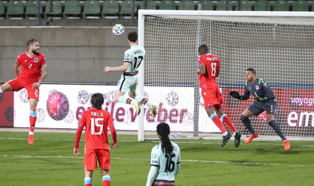 Ronaldo ghi bàn giúp Bồ Đào Nha ngược dòng hạ nhược tiểu Luxembourg - Ảnh 3.