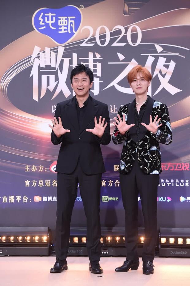 Khi minh tinh màn bạc hội tụ cùng streamer tỷ view, Vương Nhất Bác tranh thủ chụp ảnh lia lịa cùng idol làng game - Ảnh 10.