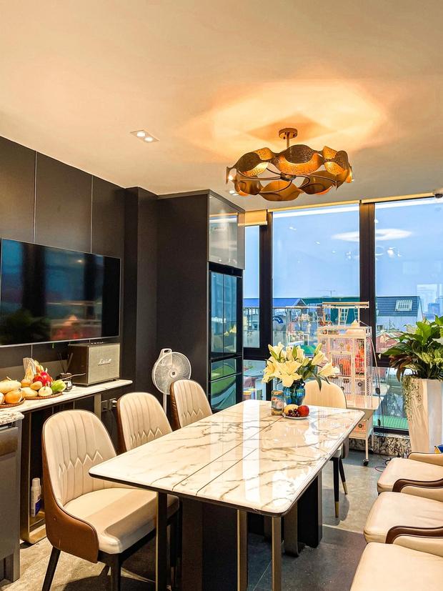 Nhà phố 2 mặt tiền của vợ chồng Hà Nội: Tổng giá trị 16 tỷ, vị trí đắc địa đối diện là hồ Tây, sau lưng là chung cư - Ảnh 8.