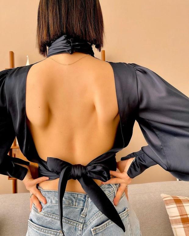 2 thái cực khi diện áo hở bạo: Jennie che đậy để tránh hớ hênh trong khi Solar (MAMAMOO) khoe body ná thở - Ảnh 9.