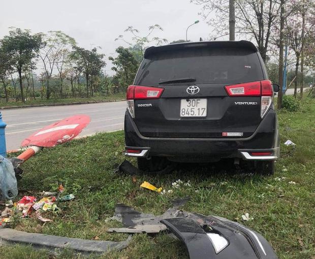 """Hà Nội: """"Xe điên"""" mất lái gây tai nạn liên hoàn khiến 3 người thương vong - Ảnh 2."""