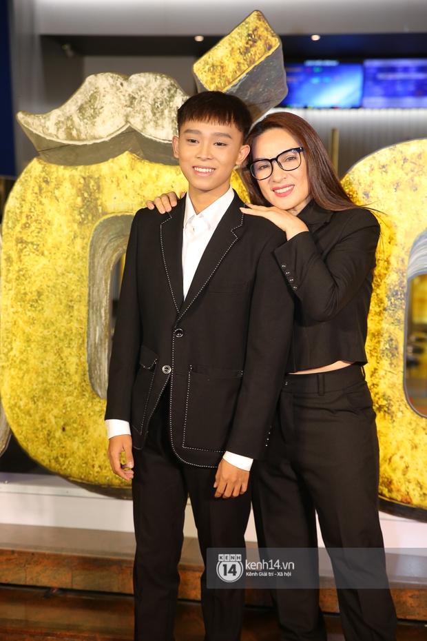 Cặp đôi nhà Đông Nhi, Lệ Quyên thi nhau show ân ái không kém cạnh Trấn Thành - Hariwon ở siêu thảm đỏ Bố Già - Ảnh 10.