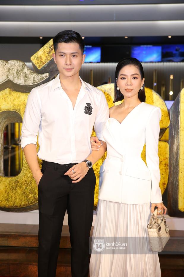 Cặp đôi nhà Đông Nhi, Lệ Quyên thi nhau show ân ái không kém cạnh Trấn Thành - Hariwon ở siêu thảm đỏ Bố Già - Ảnh 4.