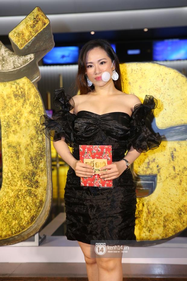 Cặp đôi nhà Đông Nhi, Lệ Quyên thi nhau show ân ái không kém cạnh Trấn Thành - Hariwon ở siêu thảm đỏ Bố Già - Ảnh 20.
