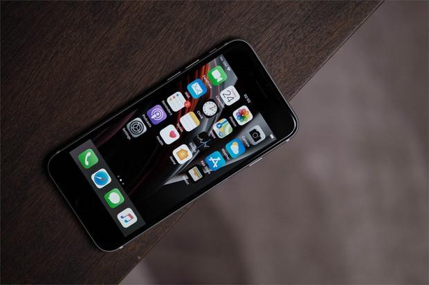 Tặng quà 8/3, chọn iPhone XR hay SE 2020? - Ảnh 3.