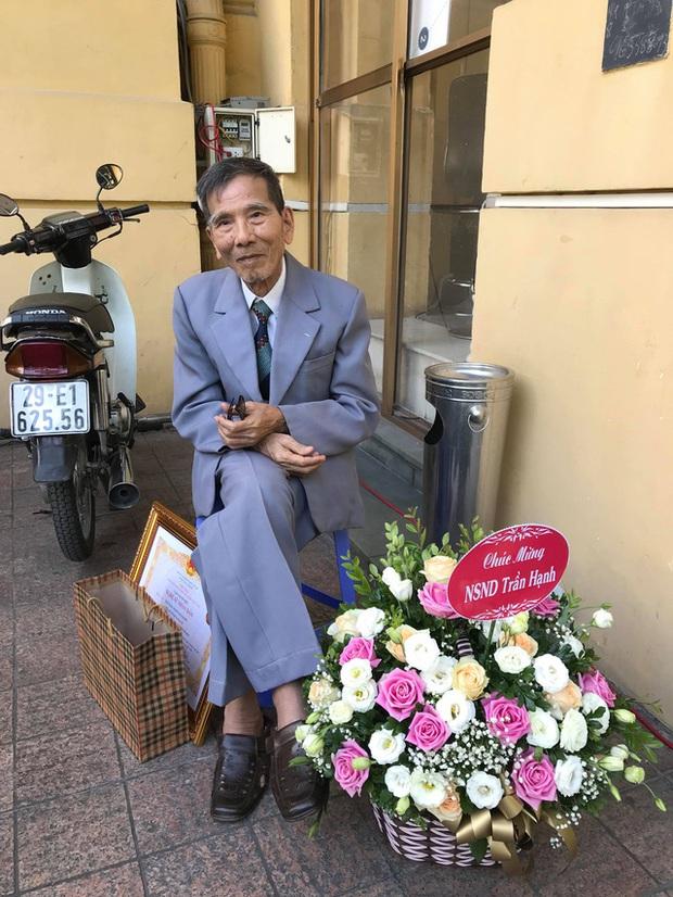 Cuộc đời NSND Trần Hạnh: Từ anh thợ giày đến nghệ sĩ cống hiến 60 năm cho nghệ thuật, ngoài 90 tuổi vẫn ra vào cửa hàng phụ con cháu - Ảnh 10.