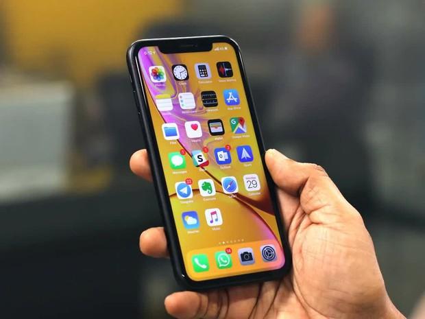 Tặng quà 8/3, chọn iPhone XR hay SE 2020? - Ảnh 2.
