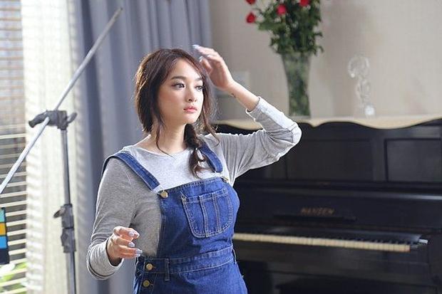 Hành trình nhan sắc của Kaity Nguyễn: Từ hotgirl ngực khủng đến ngọc nữ, lột xác ngoạn mục nhờ giảm 9kg - Ảnh 9.