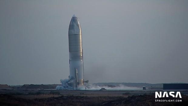 Tưởng hạ cánh thành công, tàu vũ trụ SpaceX lại đột ngột nổ tung - Ảnh 1.