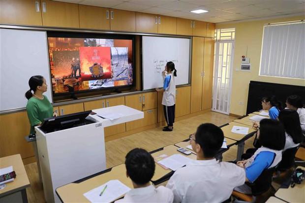 Bộ Giáo dục và Đào tạo lý giải về việc thí điểm dạy tiếng Hàn, tiếng Đức - Ảnh 1.