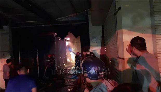 Điện Biên: Cháy lớn thiêu rụi nhiều ki ốt ở Chợ Noong Bua - Ảnh 1.