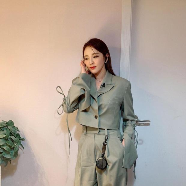Hội mỹ nhân Kbiz có 12 cách mặc blazer rất trẻ mà cực sang, chị em học ngay để lên đời phong cách - Ảnh 10.