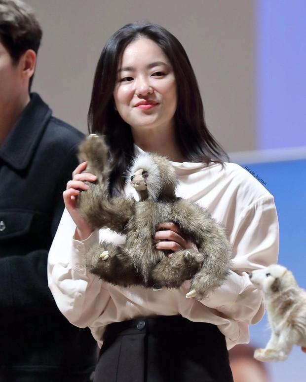 Kém sắc nhất dàn mỹ nhân của Song Joong Ki, nữ chính Vincenzo vẫn khiến dân tình choáng với mặt mộc tuổi 31 của cô - Ảnh 6.