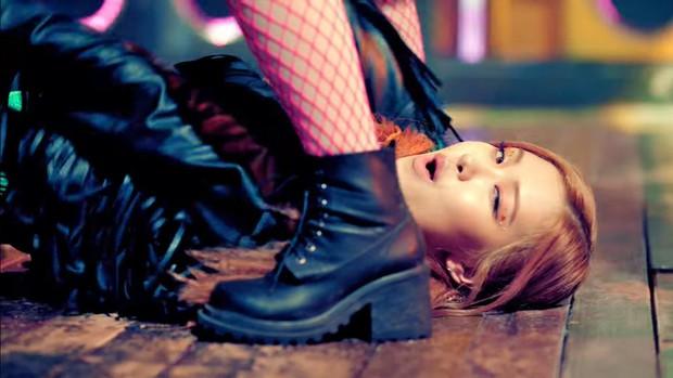 Rosé (BLACKPINK) tiết lộ tên ca khúc chủ đề qua poster siêu ma mị, không còn cụt lủn theo style YG nhưng vẫn phải có từ này - Ảnh 2.