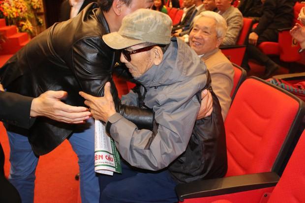 Xót xa những hình ảnh cuối đời của NSND Trần Hạnh: Tuổi già sức yếu nhưng vẫn cười lạc quan, vẫn cống hiến hết mình! - Ảnh 5.