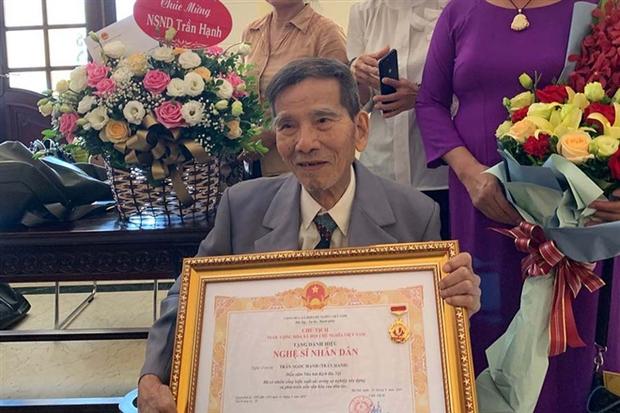 Cuộc đời NSND Trần Hạnh: Từ anh thợ giày đến nghệ sĩ cống hiến 60 năm cho nghệ thuật, ngoài 90 tuổi vẫn ra vào cửa hàng phụ con cháu - Ảnh 6.