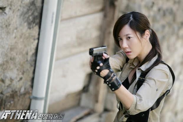 Nhân duyên tiền kiếp của hội Penthouse: Bà cả Lee Ji Ah đã quen trai trẻ Park Eun Seok từ cả thập kỷ trước - Ảnh 1.