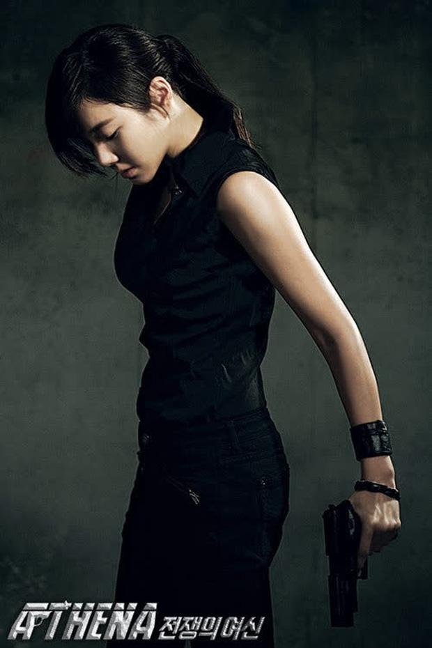 Nhân duyên tiền kiếp của hội Penthouse: Bà cả Lee Ji Ah đã quen trai trẻ Park Eun Seok từ cả thập kỷ trước - Ảnh 2.