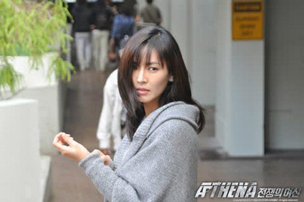 Nhân duyên tiền kiếp của hội Penthouse: Bà cả Lee Ji Ah đã quen trai trẻ Park Eun Seok từ cả thập kỷ trước - Ảnh 3.