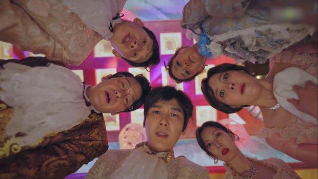 Nhân duyên tiền kiếp của hội Penthouse: Bà cả Lee Ji Ah đã quen trai trẻ Park Eun Seok từ cả thập kỷ trước - Ảnh 7.