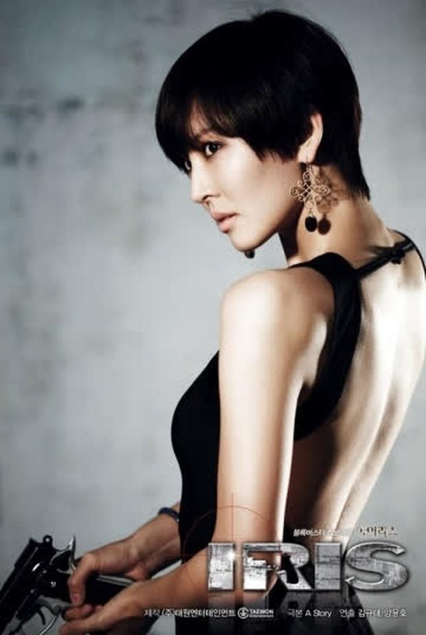 Nhân duyên tiền kiếp của hội Penthouse: Bà cả Lee Ji Ah đã quen trai trẻ Park Eun Seok từ cả thập kỷ trước - Ảnh 10.