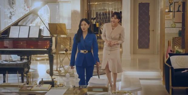Nhân duyên tiền kiếp của hội Penthouse: Bà cả Lee Ji Ah đã quen trai trẻ Park Eun Seok từ cả thập kỷ trước - Ảnh 17.