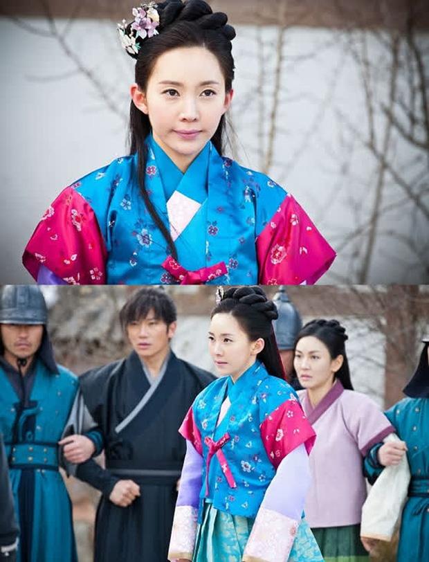 Nhân duyên tiền kiếp của hội Penthouse: Bà cả Lee Ji Ah đã quen trai trẻ Park Eun Seok từ cả thập kỷ trước - Ảnh 16.