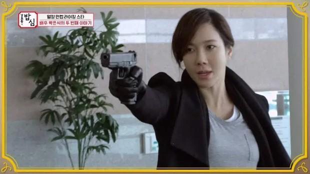 Nhân duyên tiền kiếp của hội Penthouse: Bà cả Lee Ji Ah đã quen trai trẻ Park Eun Seok từ cả thập kỷ trước - Ảnh 19.