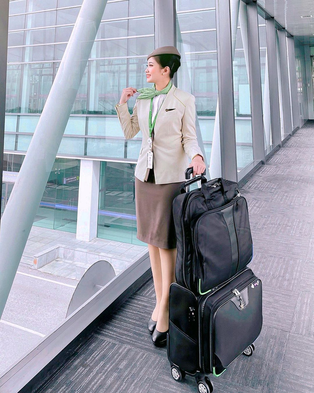 Gặp gái xinh, nghe kể chuyện: Làm tiếp viên hàng không là lên đồ đẹp, kéo vali và đi catwalk ở sân bay? - Ảnh 2.