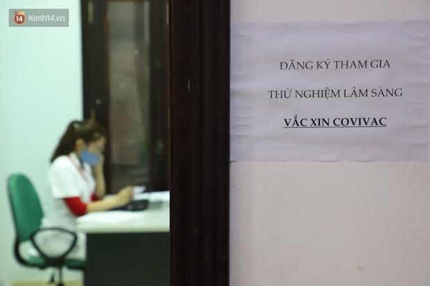 Nam tiếp viên hàng không bay từ TP.HCM ra Hà Nội đăng ký tiêm thử nghiệm vaccine Covid-19 made in Vietnam - Ảnh 2.