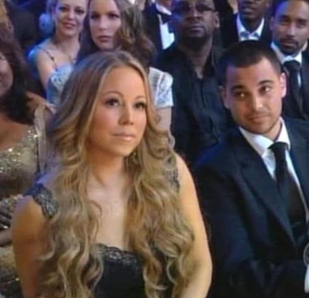 Loạt khoảnh khắc gây sốc của Grammy: Người xé toạc trang phục khi diễn, fan tẩy chay vì trao giải ca sĩ giả, nhiều sao ra chuồng gà - Ảnh 9.