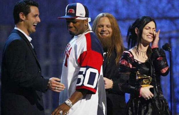 Loạt khoảnh khắc gây sốc của Grammy: Người xé toạc trang phục khi diễn, fan tẩy chay vì trao giải ca sĩ giả, nhiều sao ra chuồng gà - Ảnh 7.