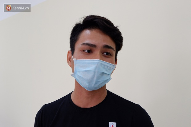 Nam tiếp viên hàng không bay từ TP.HCM ra Hà Nội đăng ký tiêm thử nghiệm vaccine Covid-19 made in Vietnam - Ảnh 6.